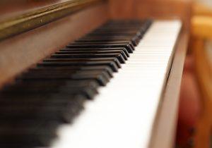 Klavier im Hotel Hutter