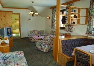 Großzügiger Wohnraum mit komfortabler Ausstattung